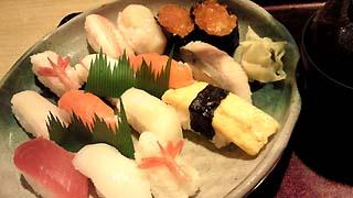 これが豊漁鮨!1480円、茶碗蒸し付き^^